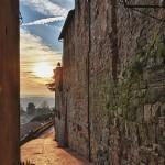 Mezzo muro, Todi